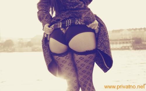 dizanje suknje - pokazivanje guzova